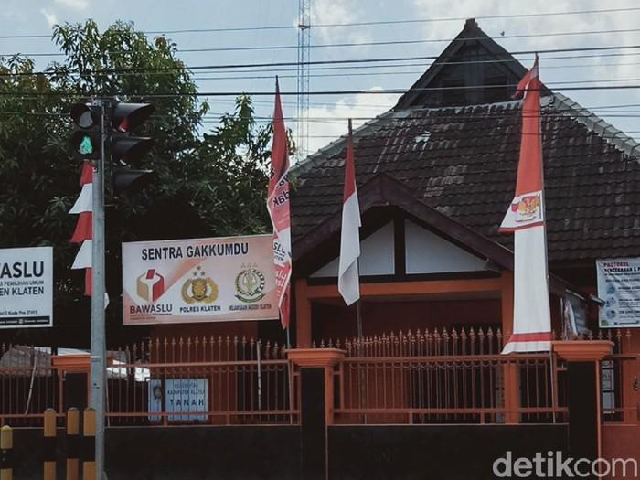 Kantor Bawaslu Klaten, Rabu (11/11/2020).