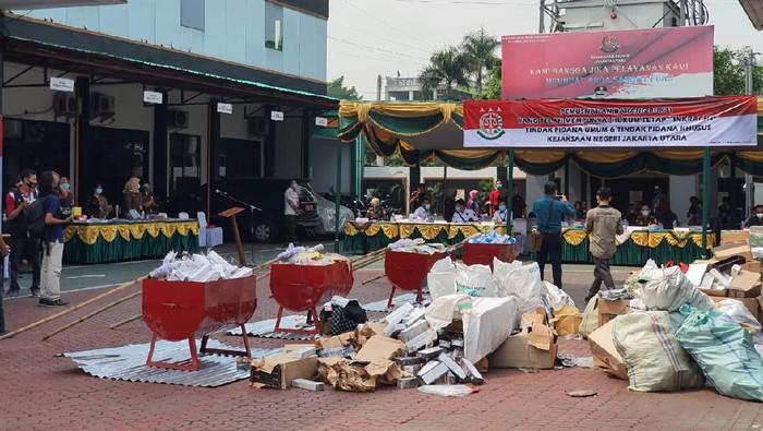 Kejari Jakarta Utra msunahkan barang bukti sabu hingga uang palsu dari 700 perkara inkrah dalam kurun waktu 2019-2020