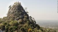 Tim peneliti menamainya Lutung Popa karena ditemukan di gunung berapi suci, Gunung Popa. Para ilmuwan mengklasifikasikannya sebagai makhluk yang sangat terancam punah (Foto: CNN)