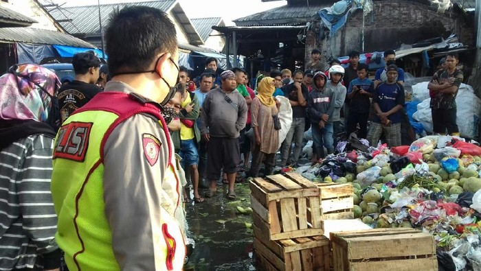 Mayat Bayi di Pasar Caringin Bandung