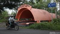 Di Kabupaten Sleman sendiri terdapat tiga buah ruang lindung darurat (Rulinda) atau sering disebut bungker.