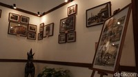Sementara itu, Kontributor Foto Dina Danubrata putri dari Enoch Brata mengatakan, ada sekitar ratusan foto yang dipajang dalam pameran tersebut. Seluruhnya merupakan koleksi pribadi yang ia kumpulkan dari komunitas Tetangga Jadoel.