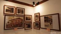 Di Herbal House, Dago, Kota Bandung saat ini tengah digelar pameran foto bangunan baheula (dulu) yang melibatkan orang-orang pribumi sebagai pemilik sekaligus yang pernah tinggal di dalamnya. Pajangan foto khas zaman dulu terpajang di sebuah ruangan berukuran 2x3 meter.