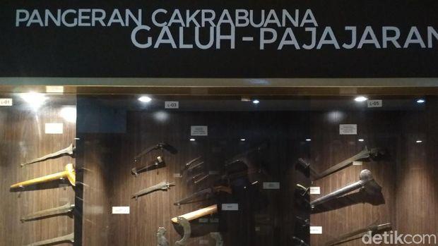 Isi Museum Keraton Kasepuhan Cirebon.