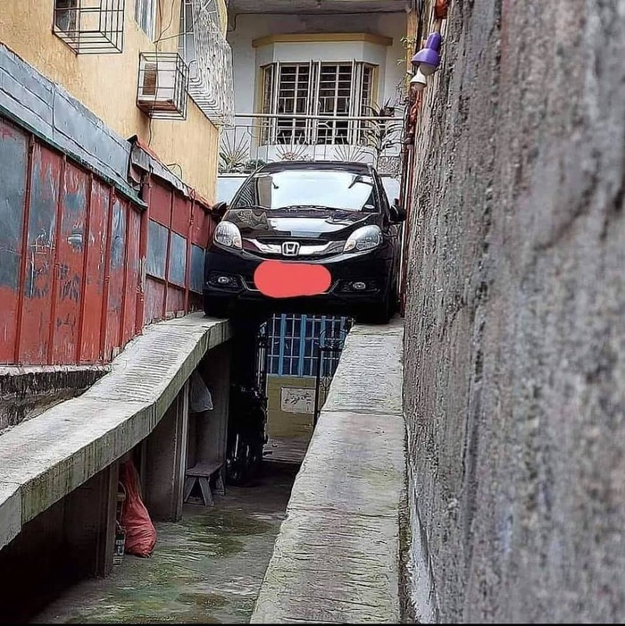 Parkir Mobil Ekstrem, gimana keluarnya?