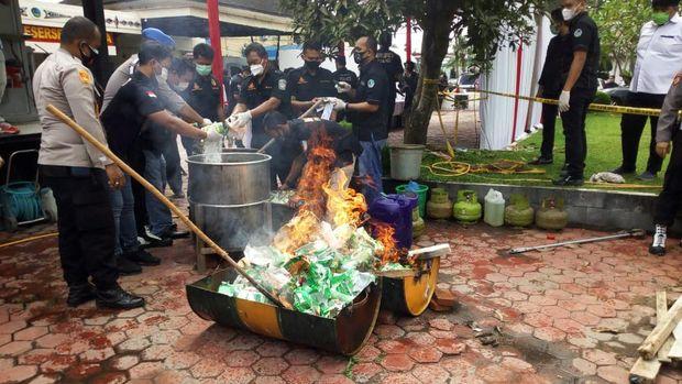 Pemusnahan barang bukti narkoba di Polda Sumut (Datuk-detikcom)