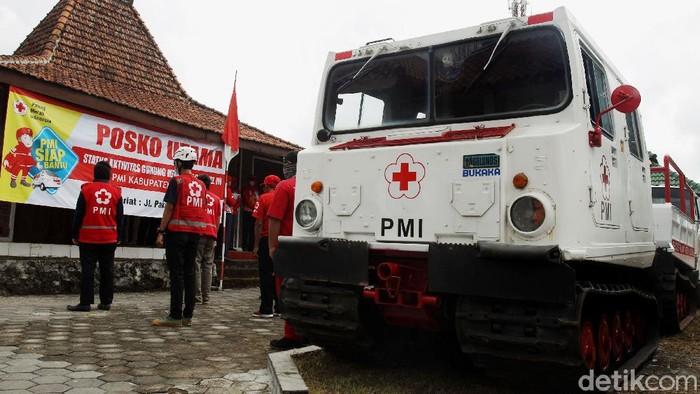 PMI mengerahkan kendaran amfibi hagglunds ke lokasi yang berpotensi terdampak erupsi Gunung Merapi. Kendaraan itu untuk memudahkan PMI melakukan evakuasi.