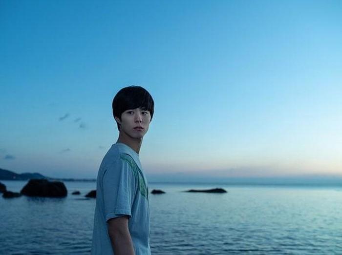 Adegan film Seo Bok yang diperankan Gong Yoo dan Park Bo Gum