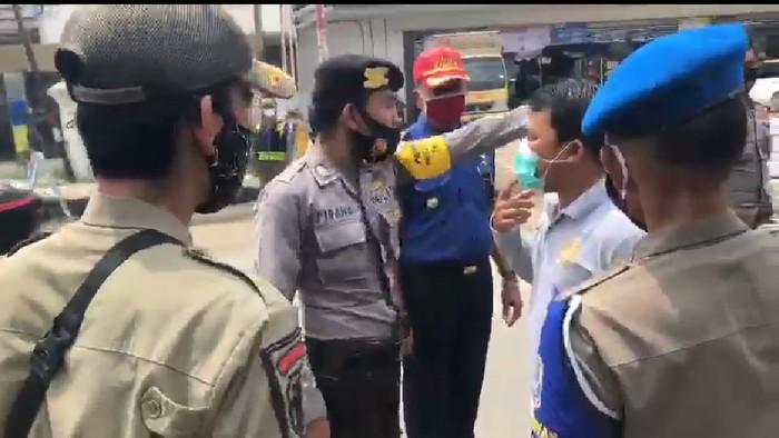Anggota DPRD Banten adu mulut dengan polisi viral di medsos.