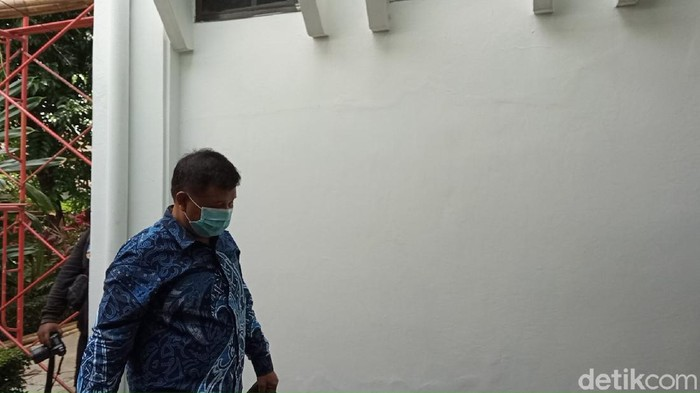 Bupati Bandung Barat Aa Umbara saat akan menjalani pemeriksaan KPK.