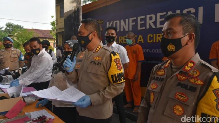 Buruh di Cirebon ditangkap gegara jadi pengepul togel online