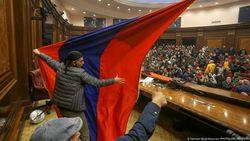 Nagorno Karabakh Damai, PM Armenia Dituntut Mundur