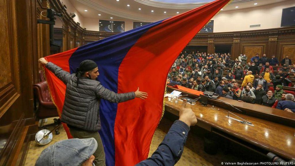 Damai di Nagorno Ciptakan Krisis Politik di Armenia