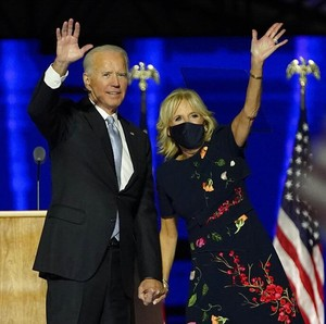 Jill Biden Pakai Gaun Rp 80 Juta, Ludes Terjual dalam Hitungan Jam