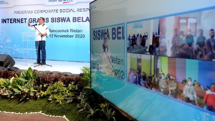Internet gratis kembali diberikan oleh perusahaan plat merah guna mendukung program pemerintah perihal belajar siswa secara daring untuk 30 desa di Jawa Barat.