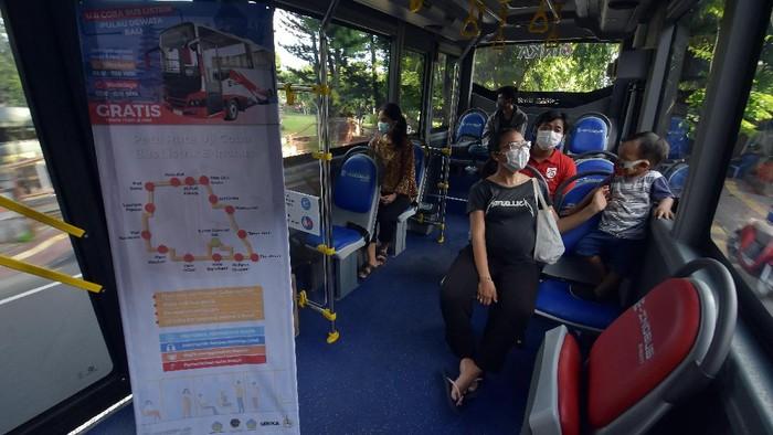 Uji coba bus listrik mulai dilakukan di kawasan Bali. Uji coba bus tersebut pun dilakukan sebagai upaya untuk mengurangi polusi di Pulau Dewata tersebut.