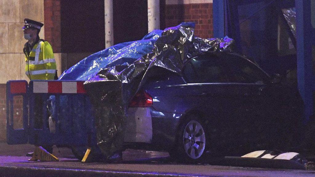 Tabrakkan Mobil ke Kantor Polisi di London, Seorang Pria Ditangkap