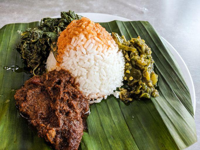 Diberi Sedikit Sambal dan Kuah saat Beli Nasi Padang, Netizen Ini Beri Pesan