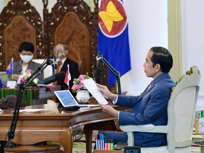 Presiden Jokowi menghadiri KTT ke-37 ASEAN secara virtual dari Istana Bogor, Jawa Barat.