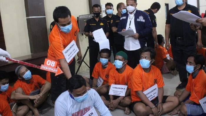Rekonstruksi pengeroyokan bapak pemerkosa anak di Sergai (dok. Istimewa)