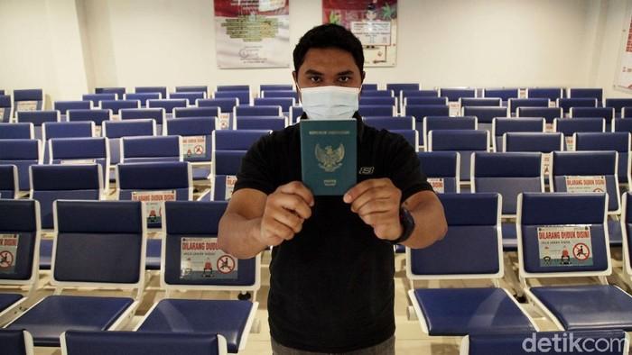 Perjalanan umrah telah dibuka kembali dari Indonesia. Meski begitu, permohonan pembuatan paspor diketahui masih minim.