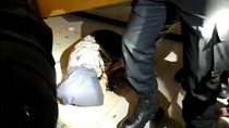 Video Razia Kos, Wanita Muda Tepergok Sembunyi di Bawah Ranjang