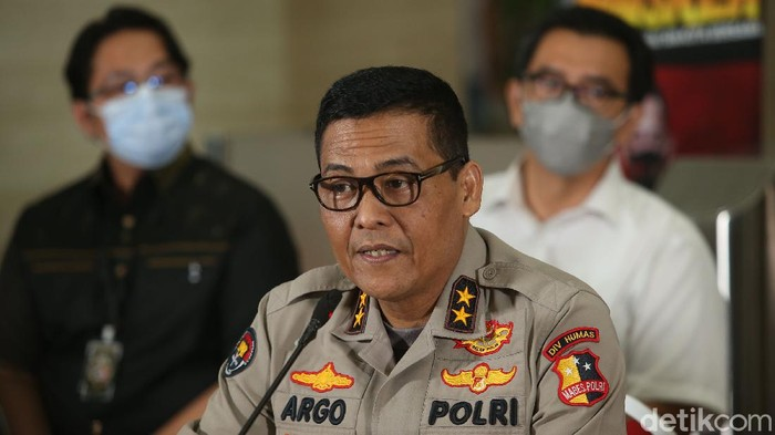 Bareskrim Polri menetapkan tiga orang sebagai tersangka baru dalam kasus kebakaran gedung utama Kejaksaan Agung (Kejagung) RI.
