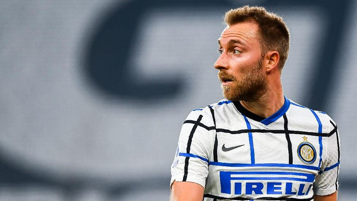 GENOA, ITALY - OCTOBER 24: Christian Eriksen of Inter looks on during the Serie A match between Genoa CFC and Fc Internazionale at Stadio Luigi Ferraris on September 20, 2020 in Genoa, Italy. (Photo by Paolo Rattini/Getty Images)