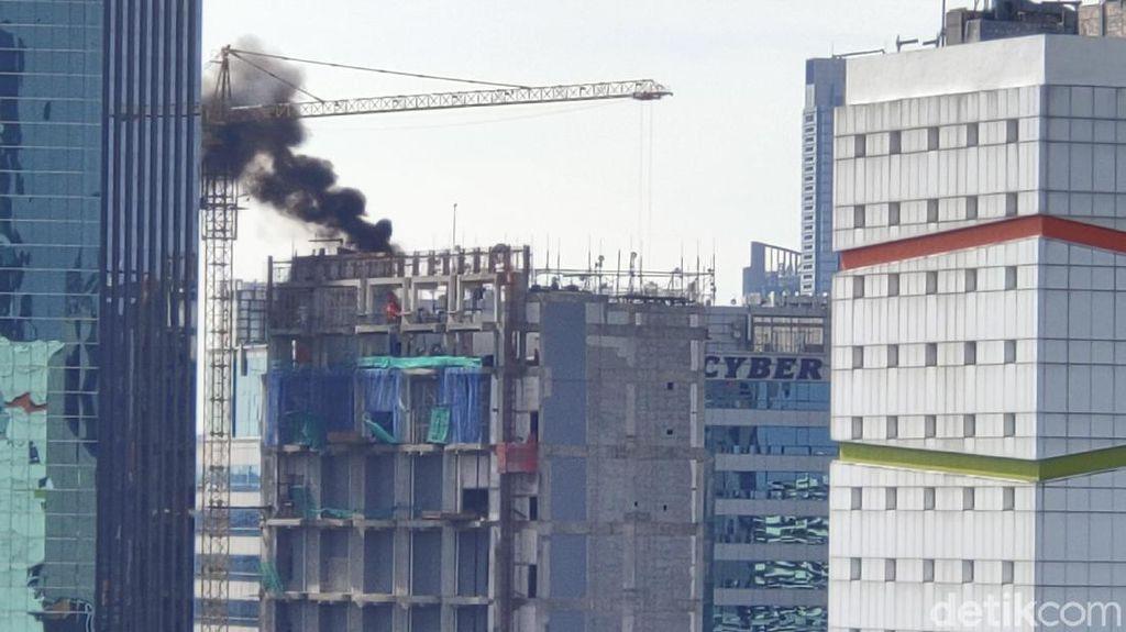 Kepulan Asap Membumbung dari Atap Gedung di Tendean