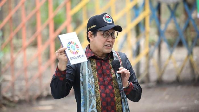 Mantan Ketua DPRD Jawa Timur ini meminta kepala desa dalam merencanakan arah pembangunan desa untuk mengacu pada Sustainable Development Goals (SDGs) Desa.