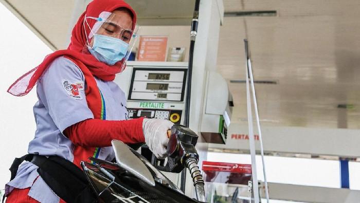 PT Pertamina (Persero) MOR III Jawa Bagian Barat mencatat rata-rata konsumsi harian produk BBM jenis Premium di Tangerang Selatan menurun drastis hingga 88%.