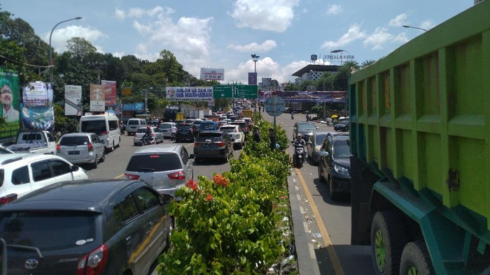 Kondisi lalu lintas ke Puncak, Jumat (13/11/2020) pukul 10.55 WIB.