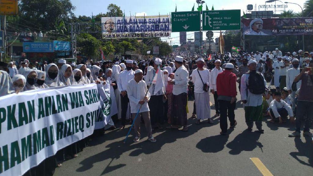 Santri Tunggu HRS Padati Simpang Gadog, Polisi Siapkan Rekayasa Lalin