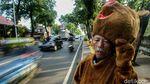 Si Penebar Senyum di Tengah Macet Ibu Kota