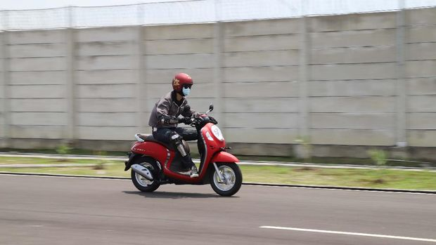 Test Ride Honda Scoopy
