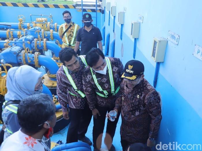 Wali Kota Malang tinjau pompa Wendit pasca air bau minyak dan warga terdampak