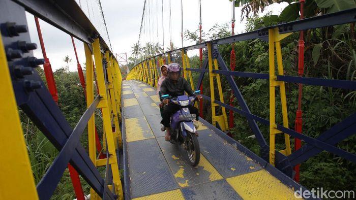 Di Magelang, ada satu jembatan yang sempat ngehits karena diresmikan langsung oleh Presiden Joko Widodo.