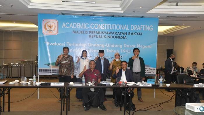 Dalam rangka mendapatkan masukan dari generasi muda terhadap konsep ketatanegaraan, MPR RI menggelar lomba Academic Constitutional Drafting MPR RI Tahun 2020.