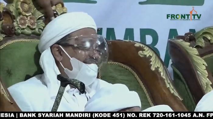 Habib Rizieq mengenakan masker dan face shield