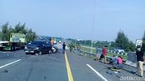 Serempetan, Dua Minibus Kecelakaan di Tol Cipali