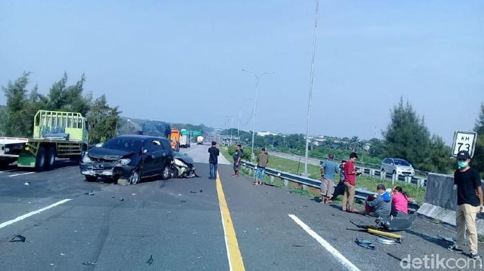 Kecelakaan dua minibus di Tol Cipali, 14 november 2020