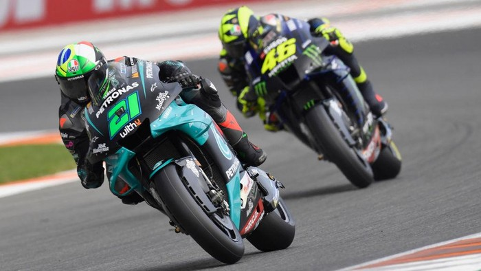 VALENCIA, SPAIN - NOVEMBER 13: Franco Morbidelli of Italy and Petronas Yamaha SRT  leads the field  during the free practice for the MotoGP of Comunitat Valenciana at Comunitat Valenciana Ricardo Tormo Circuit on November 13, 2020 in Valencia, Spain. (Photo by Mirco Lazzari gp/Getty Images)