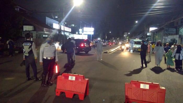 Lalu lintas di Jl KS Tubun ditutup malam ini karena ada peringatan Maulid Nabi Muhammad SAW di Petamburan