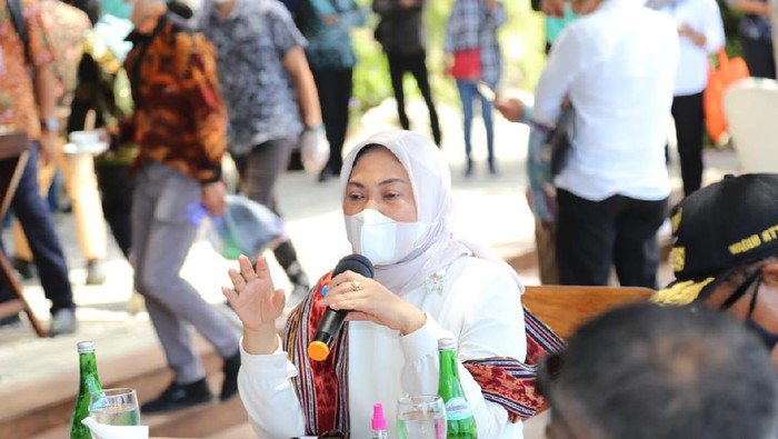 Menteri Ketenagakerjaan, Ida Fauziyah melakukan pertemuan dengan persatuan hotel dan restoran Indonesia (PHRI) di Labuan Bajo.