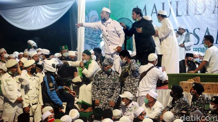 Kegiatan Maulid Nabi Muhammad SAW di Jalan KS Tubun, Petamburan, Jakarta Pusat, berlangsung malam ini. Kegiatan ini diisi ceramah oleh imam besar Front Pembela Islam (FPI) Habib Rizieq Syihab.