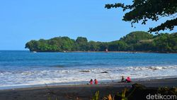 Buntut Kerumunan dan Pengunjung Tidak Bermasker, Pantai Batukaras Ditutup Sampai Senin