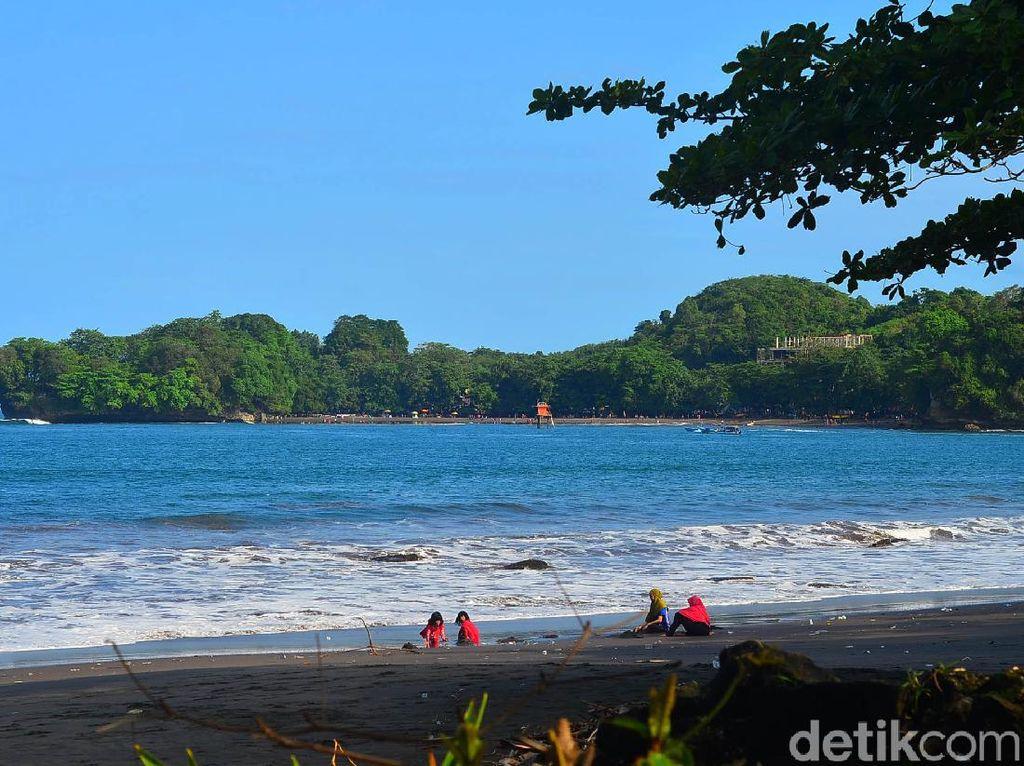 Pantai Batukaras Indah Tiada Habisnya
