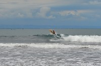 Selain itu pantai Batukaras juga dikenal dengan keindahan pantainya yang alami dengan suasana yang tidak terlalu hiruk pikuk. Pantai Batukaras pun tampak lebih biru, sehingga lebih instagramable untuk lokasi foto-foto (Faizal Amiruddin/detikTravel)