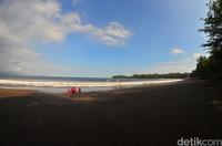 Namanya Pantai Batukaras, berada sekitar 30 kilometer arah barat pantai Pangandaran (Faizal Amiruddin/detikTravel)