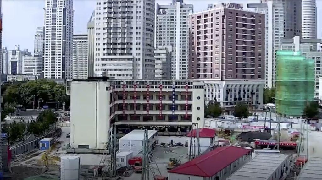Video Gedung Bertingkat Dipindah, Diberi Kaki untuk Berjalan